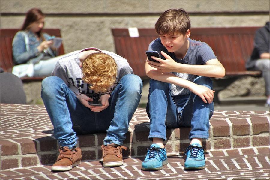 ¿A qué edad le daría un móvil a su hijo?