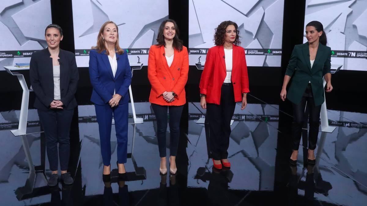Foto publicada en El País | Debate electoral con mujeres de las cinco principales formaciones políticas